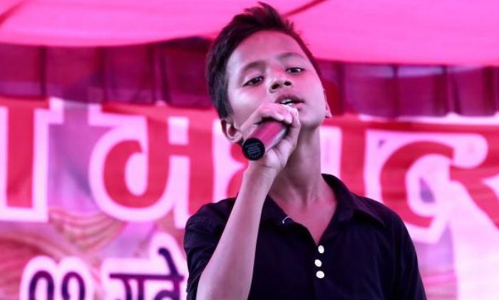 अशोक दर्जी जस्तै हाउभाउ भएका यी बालक, गाए अशोक कै शैलीमा यति मिठो गीत (भिडियो सहित)