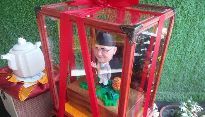 चिनियाँ प्रदर्शनीमा प्रधानमन्त्री ओलीको प्रतिरुप झल्काउने कलाकृति [फोटो फिचर]