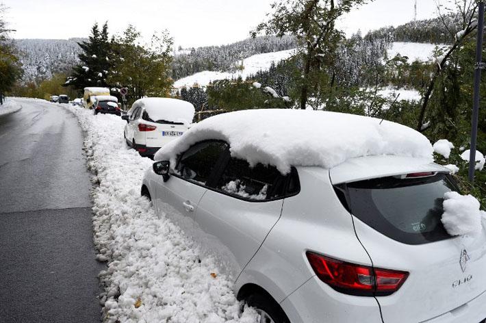 फ्रान्समा अस्वभाविक हिम बर्षा, ठाउँठाउँमा विद्युत आपूर्ति र सडक यातायात अवरूद्ध