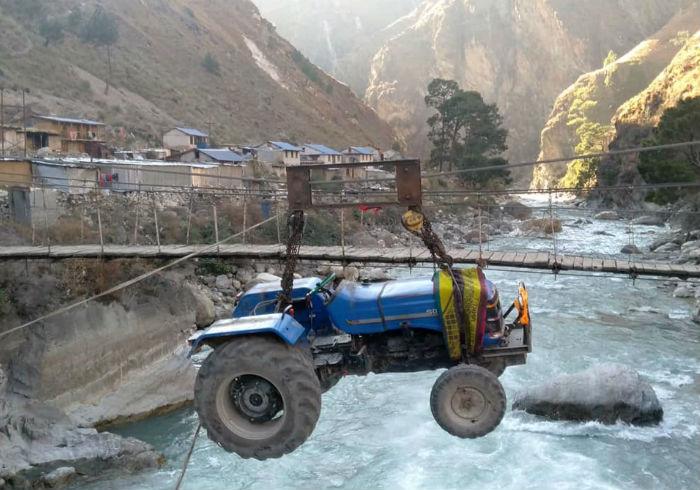 भेरी नदीमा तुईनमार्फत यातायातका साधन तार्दै