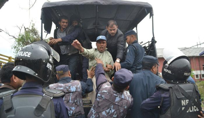 आफ्ना माग सम्बोधन नभएको भन्दै नेपाल स्टक एक्सचेञ्जको कार्यालयमा धर्ना बस्न खोज्ने पक्राउ