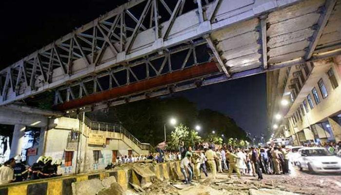 मुम्बईमा पुल भत्किदाँ छको मृत्यु