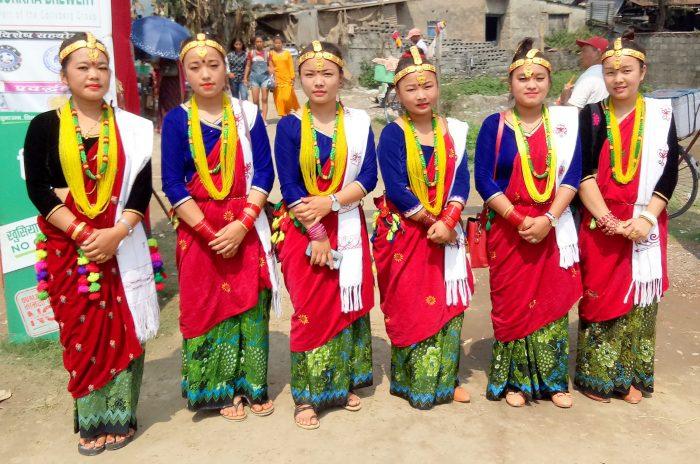 जातीय भेषभूषामा सजिएकी युवतीहरु (फोटोफिचर)
