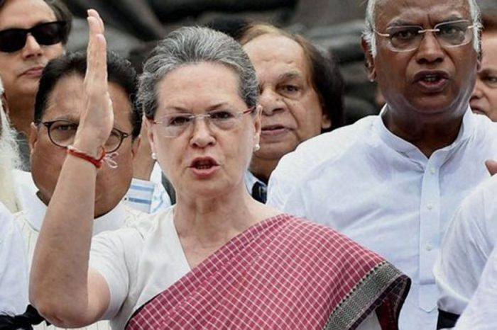 सोनिया र प्रियंकाद्वारा दिल्लीमा मतदान